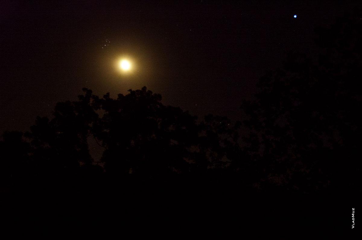Риторический вопрос: а часто ли люди обращают внимание на этот ковшик из звезд рядом с Луной?